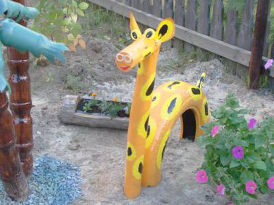 Repurpose-Old-Tire-into-Animal-Themed-Garden-Decor-3