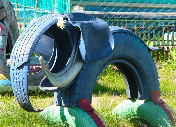diy-elephant-upcylced-idea-repurposing-old-tire-creative-playground-kids-equipment